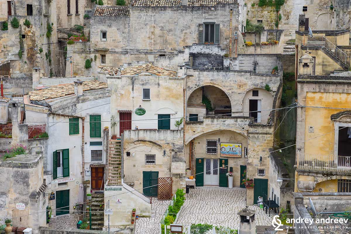 B&B La Casa Nei Sassi is located near the central street of old Matera