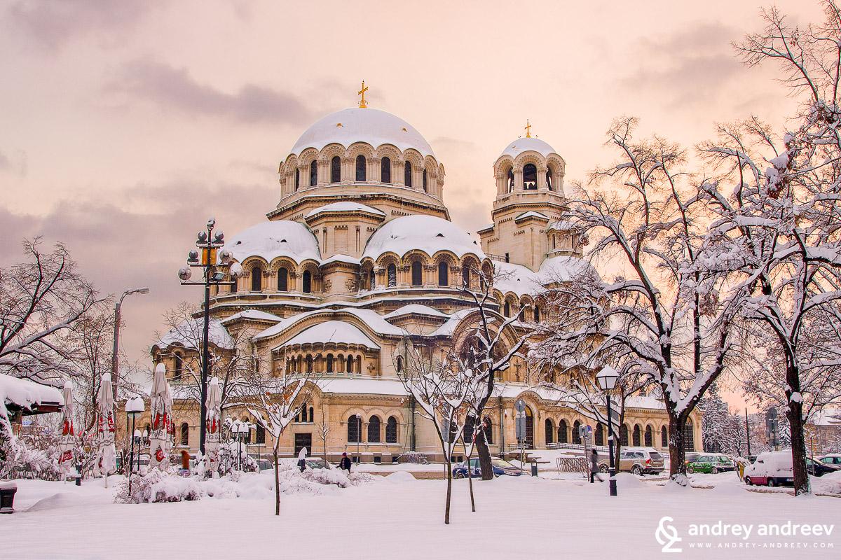 """Храм-паметник """"Св. Александър Невски"""" през зимата е също много притегателно място"""