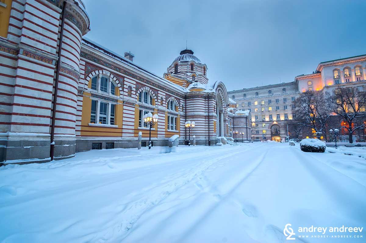 Сградата на Музея на СОфия през зимата