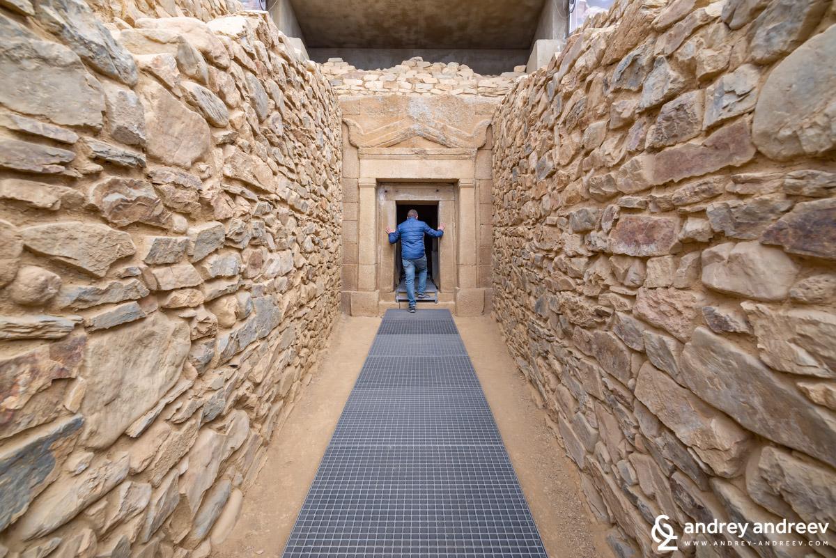 Дромосът на гробница Грифоните
