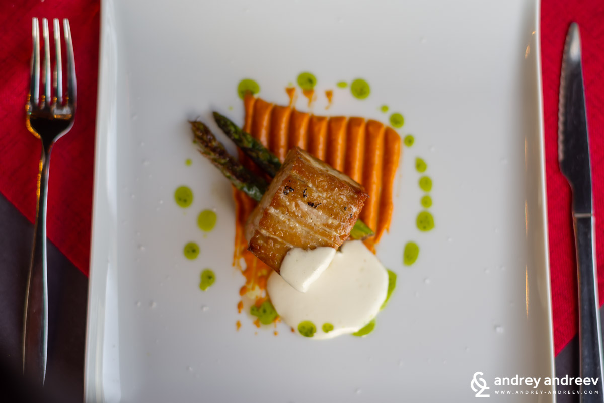 Tuna fillet with romesco sauce and almond mousse