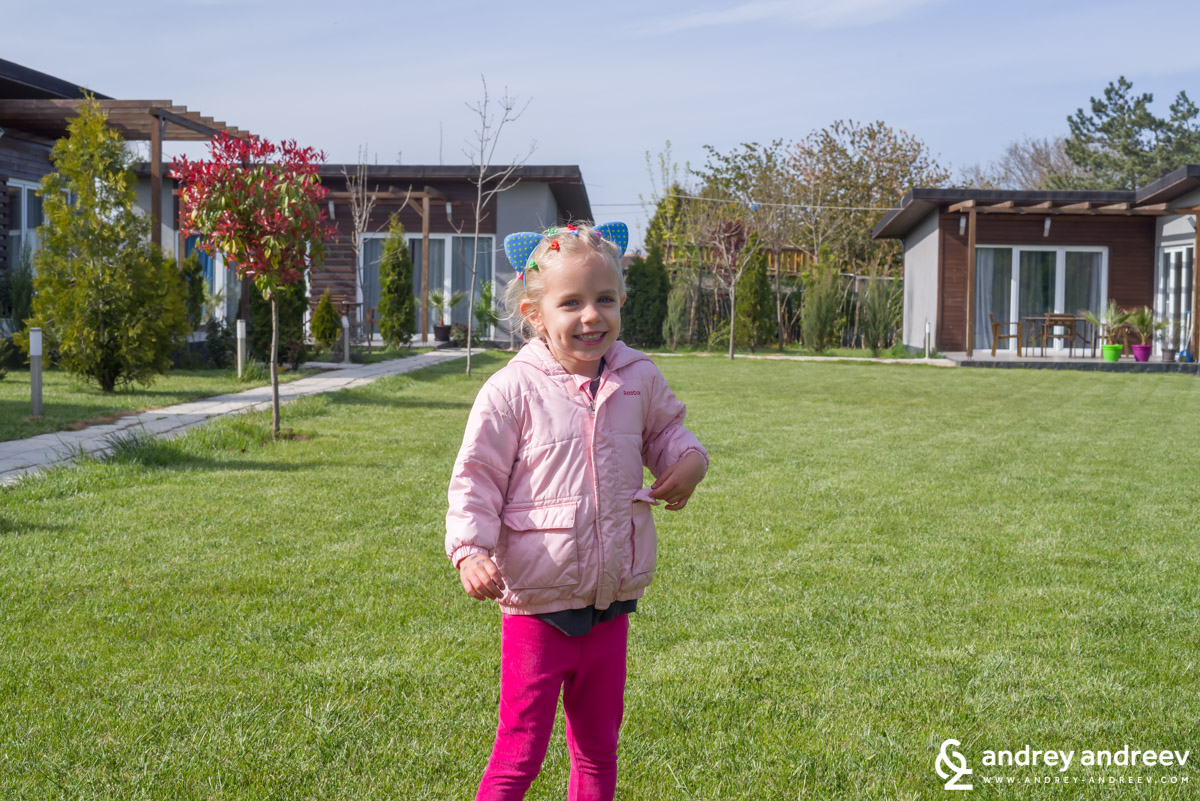 Little monkey Anna is more than happy to have a whole yard just for her