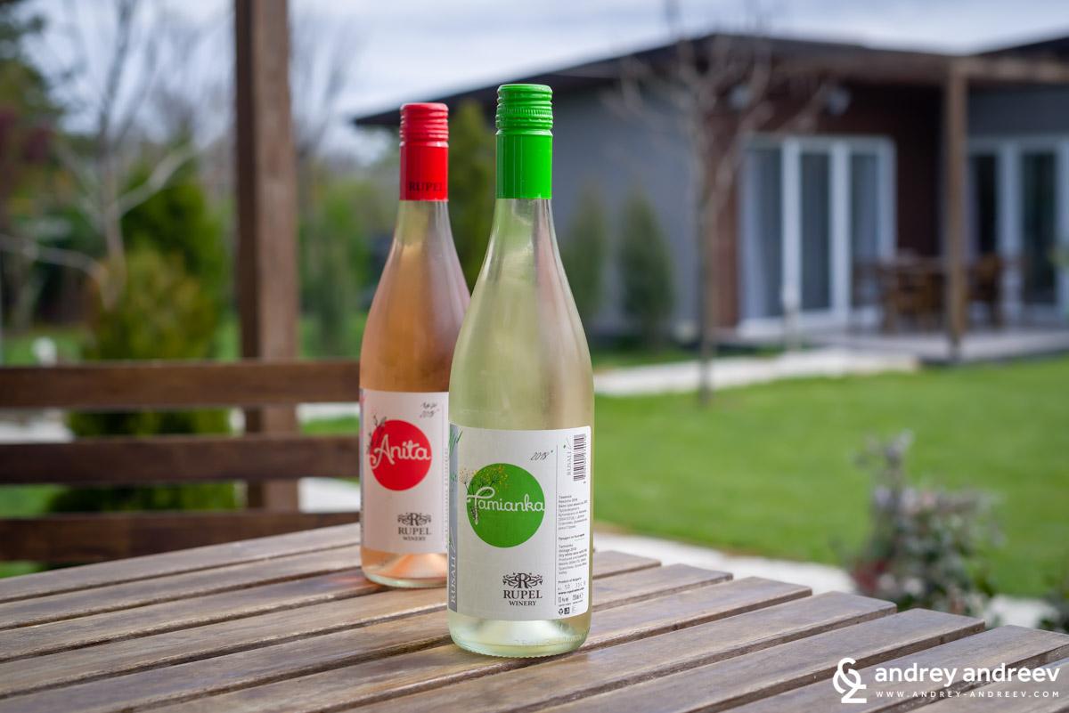 Двете хубави вина на винарска изба Рупел