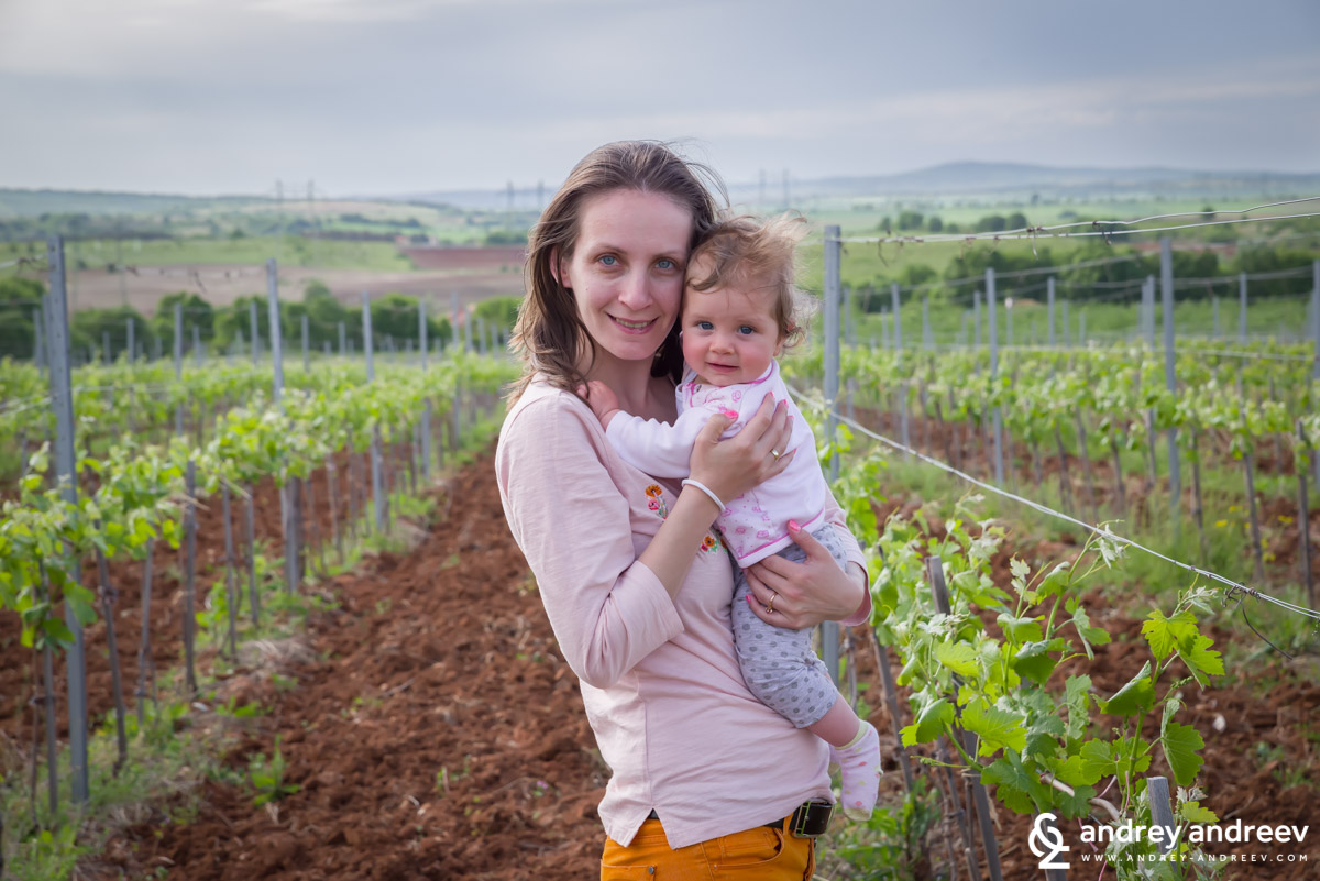 Maria and Adriana in the vineyards