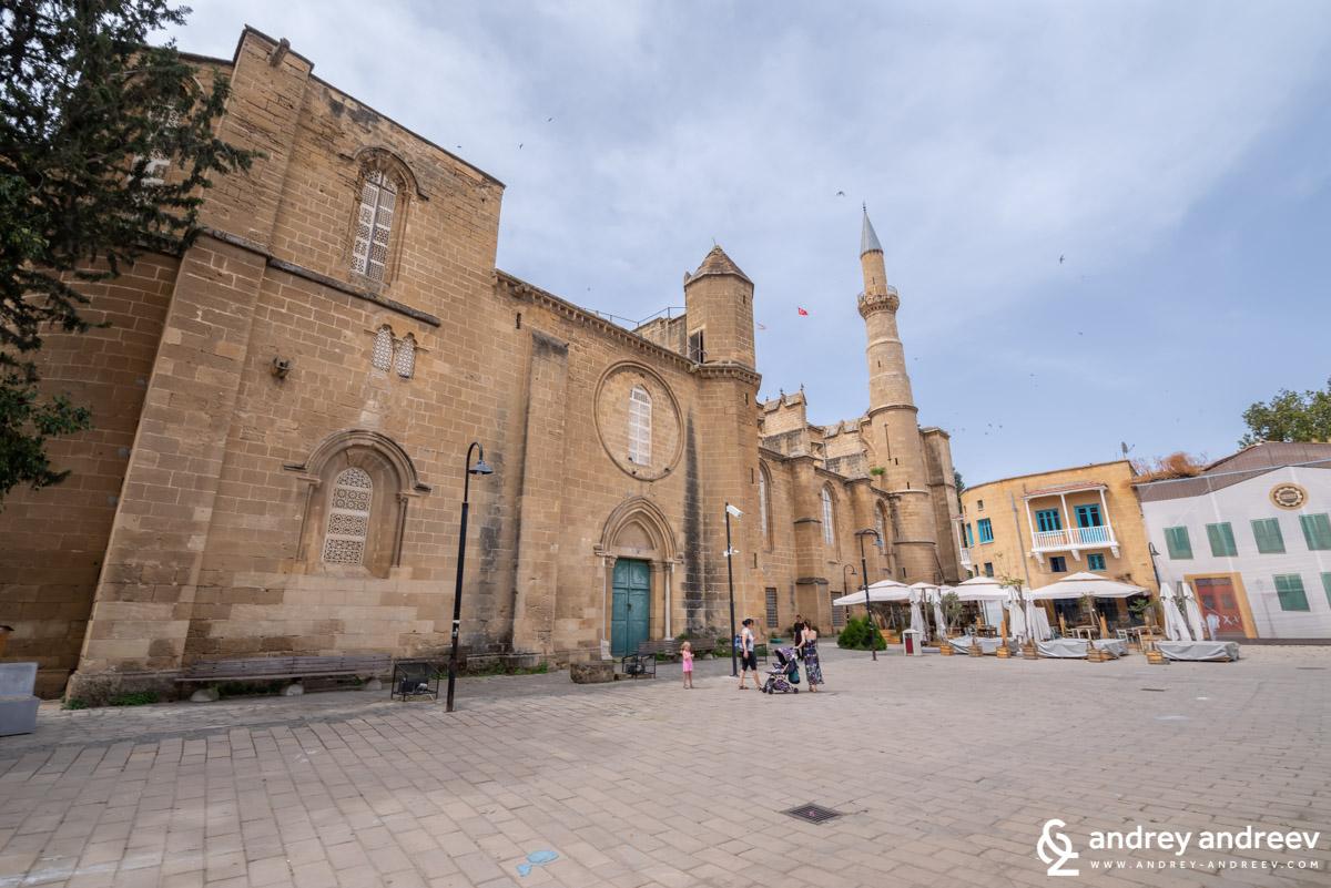 """Готическата катедрала """"Света София"""", сега джамия """"Селимийе"""" в Никозия, Кипър"""