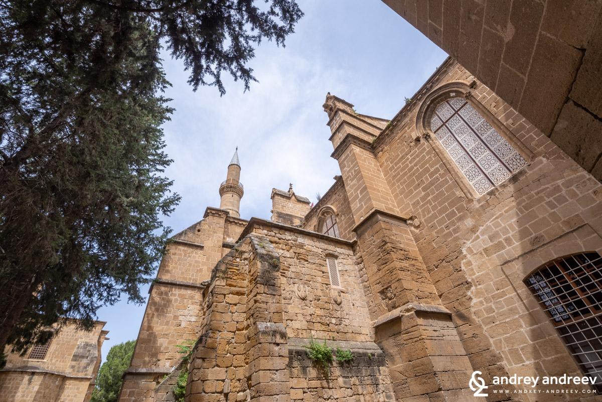 """Готическата катедрала """"Света София"""", сега джамия """"Селимийе"""" - катедрала в Никозия, джамия в Никозия, Кипър"""