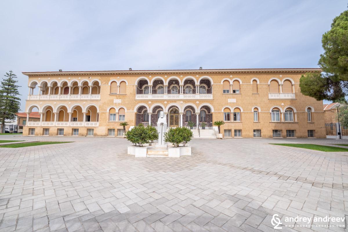 Архиепископския дворец