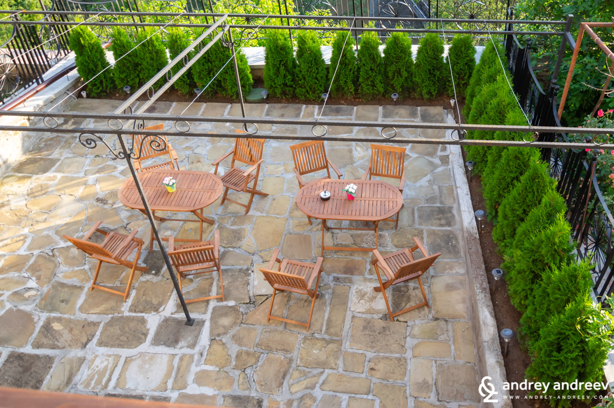 The terrace of History Inn guest house in Veliko Tarnovo