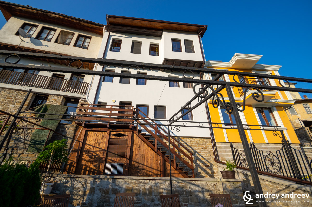 Houses on General Gurko street in Veliko Tarnovo. In the middle is the History Inn Guest House