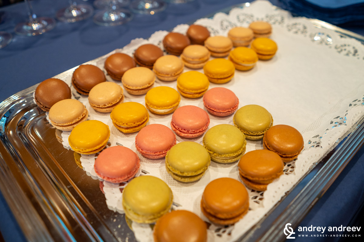 The delicious French macarons