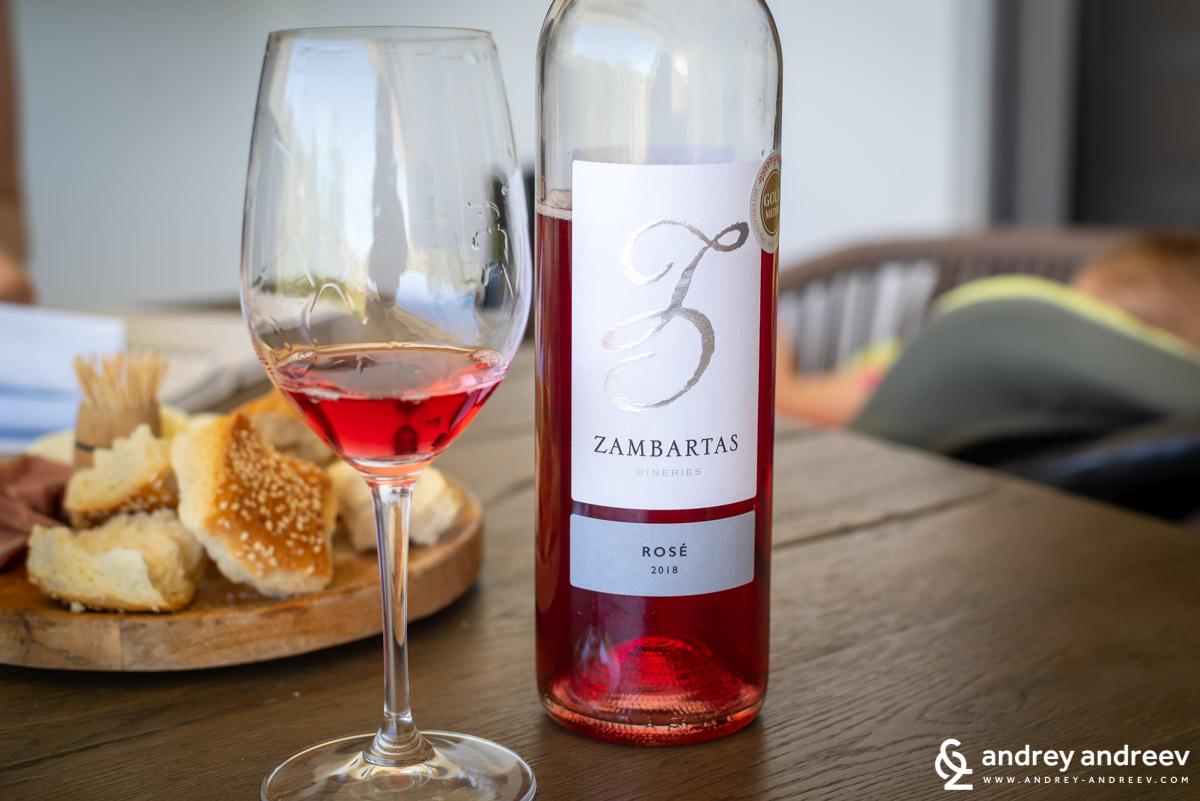 Типичния цвят за кипърските розета - кипърско вино