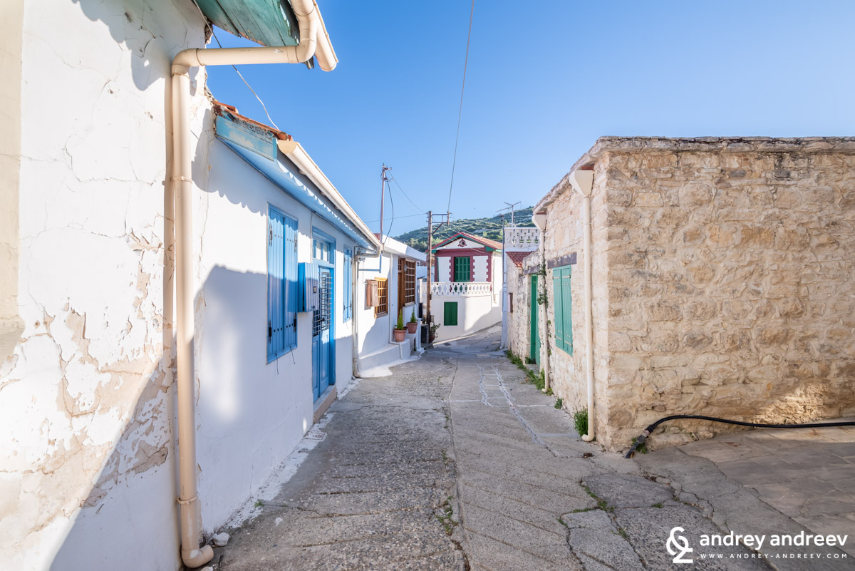 The blue doors and the small streets of Omodos