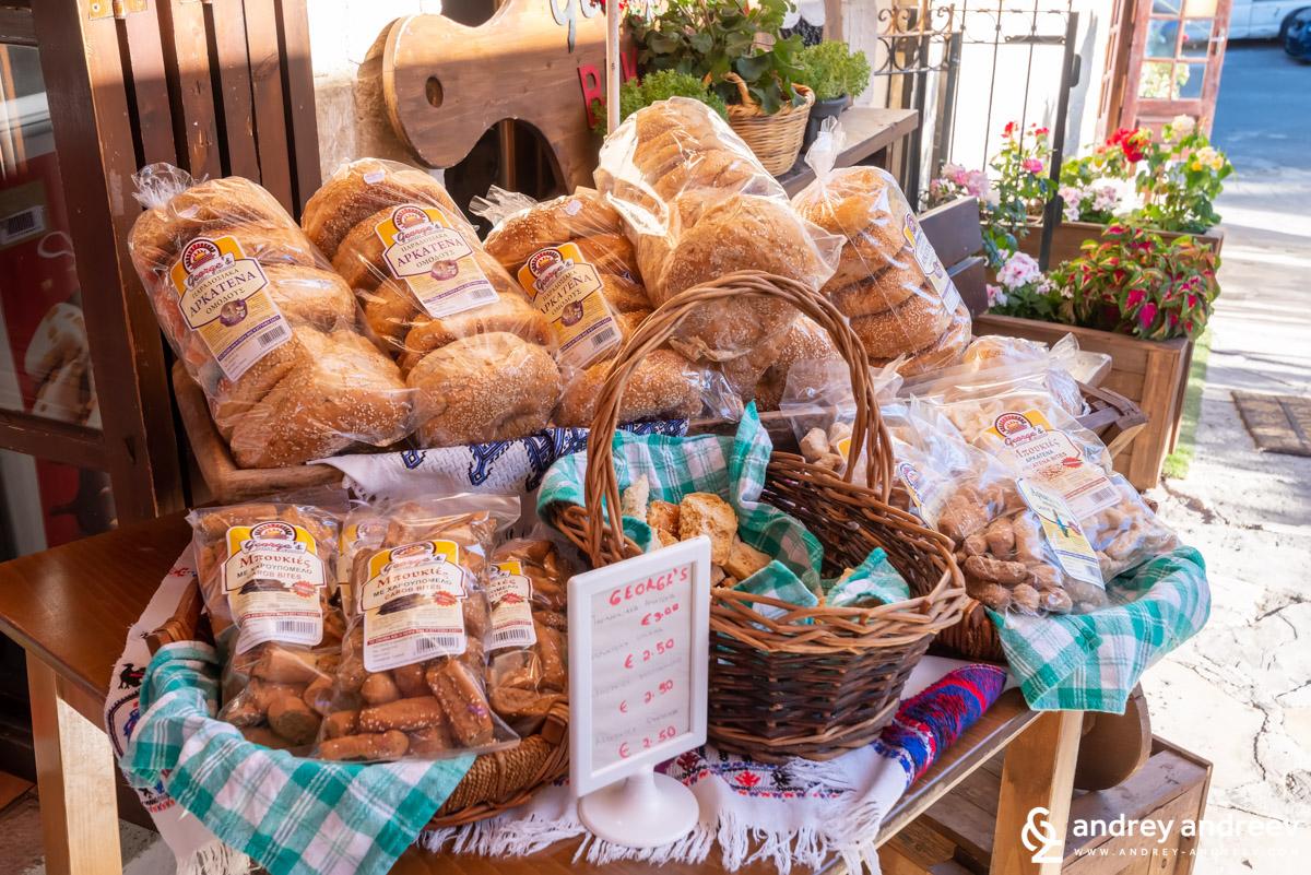 Хляб аркатена в пекарната в Омодос