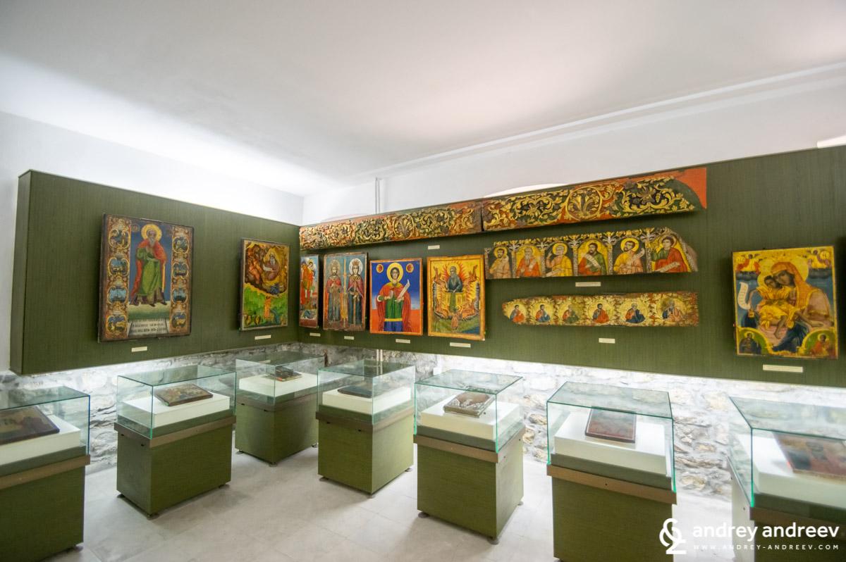 Част от експозицията на икони в Музей Възраждане и Учредително събрание във Велико Търново