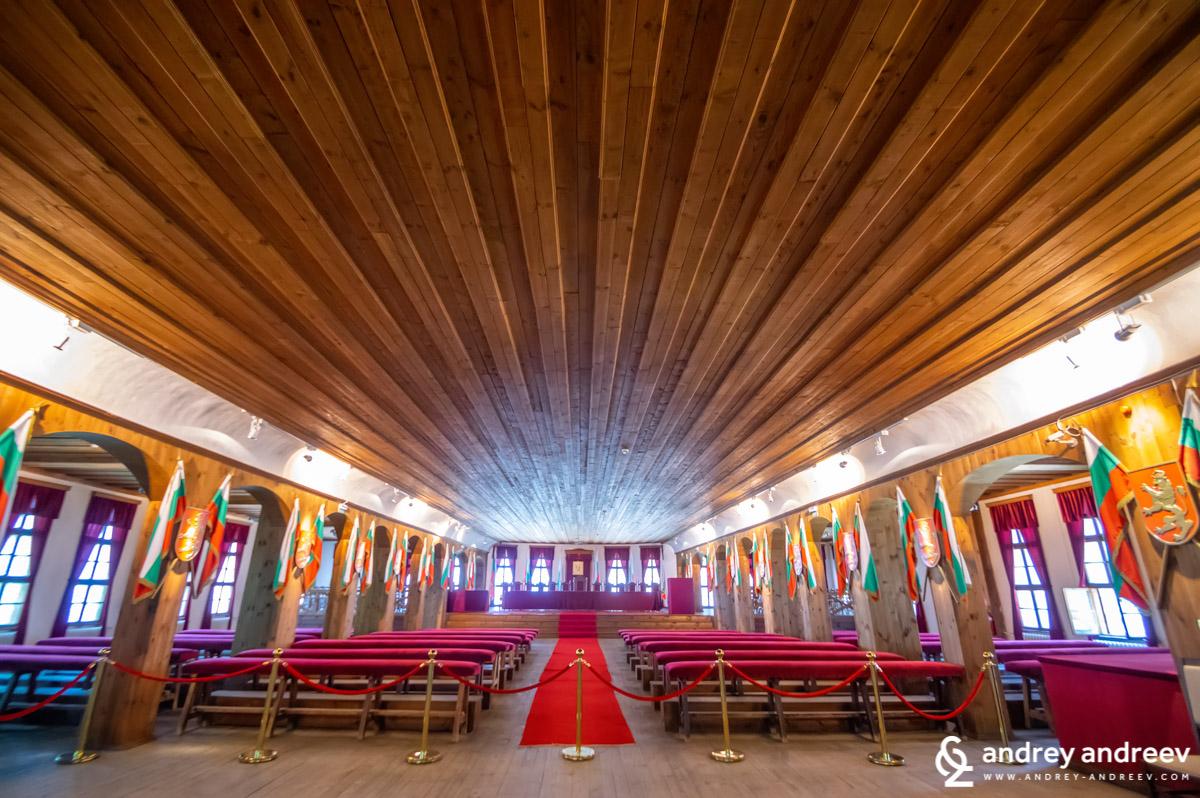 Залата на Учредителното събрание в Музей Възраждане и Учредит - Велико Търново забележителностиелно събрание, Велико Търново