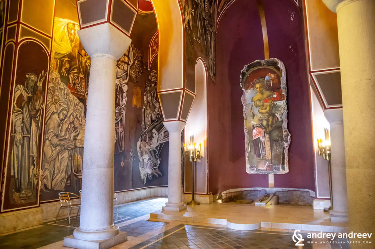 """Олтарът на църквата """"Възнесение Господне"""" на хълма Царевец"""