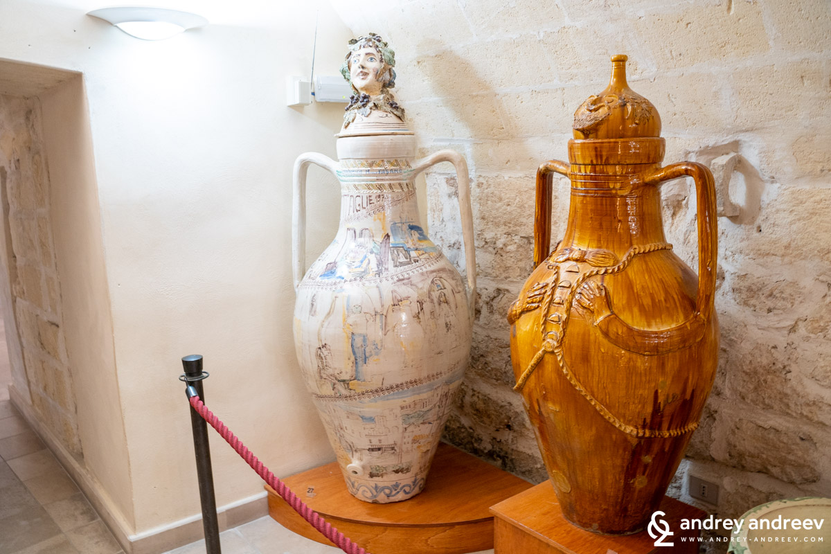 Decorated vessels for storage of wine