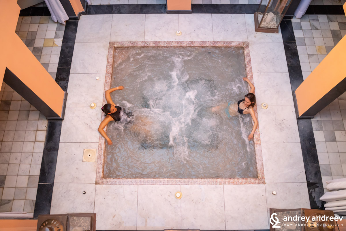 Maria and Elena in the jacuzzi