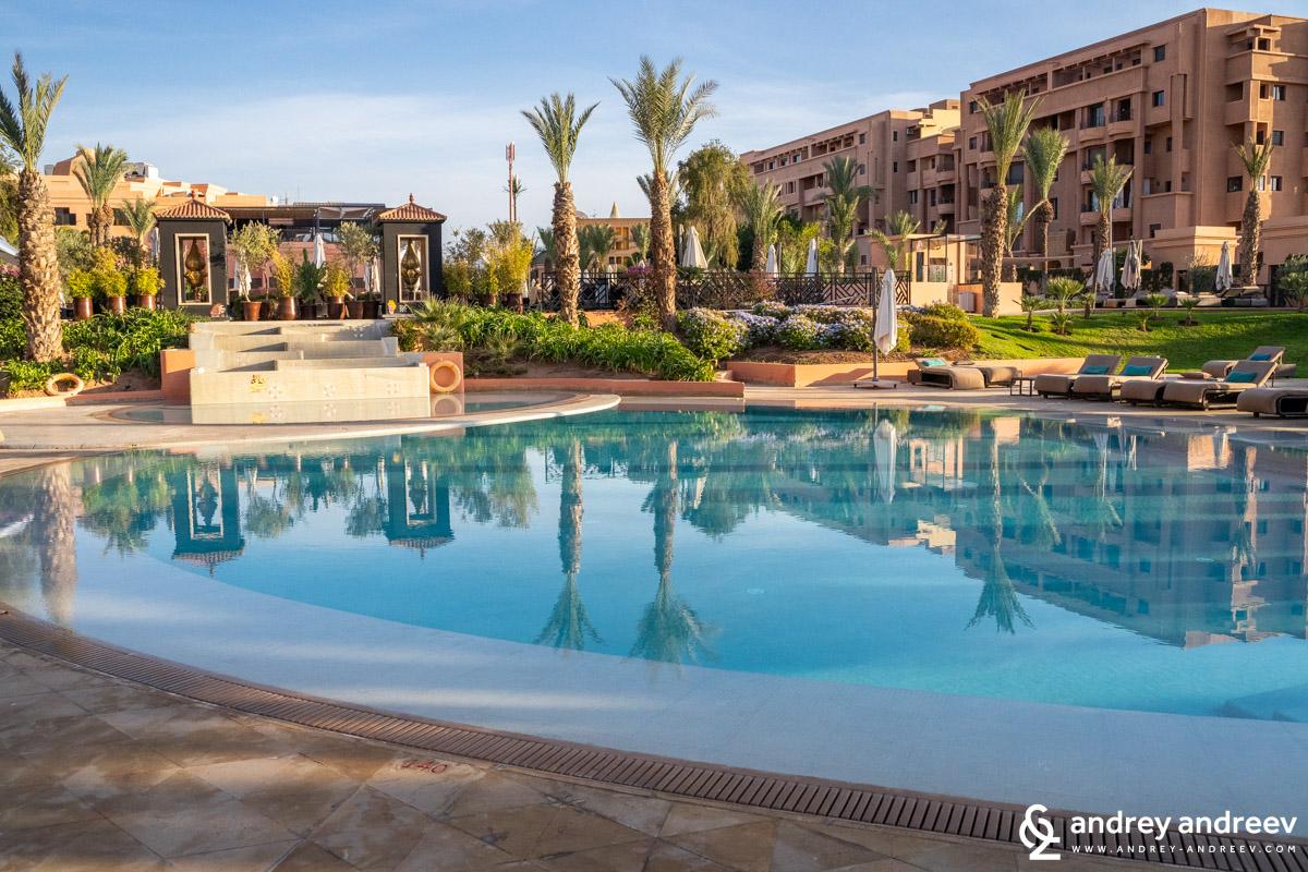 Един от басейните в Movenpick хотел Маракеш