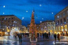 Коледна украса на площад Сант Оронцо в Лече, Пулия, южна Италия