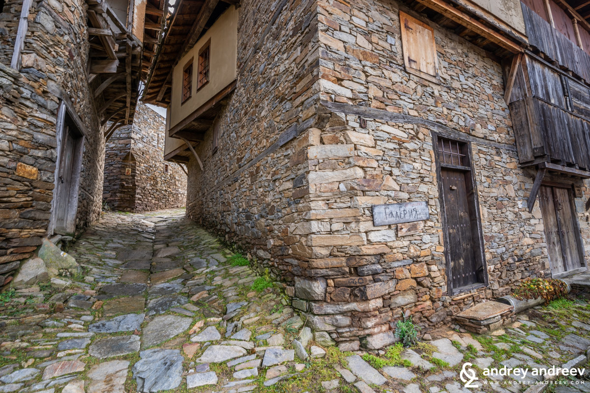 Старите къщи на село Ковачевица в Родопите