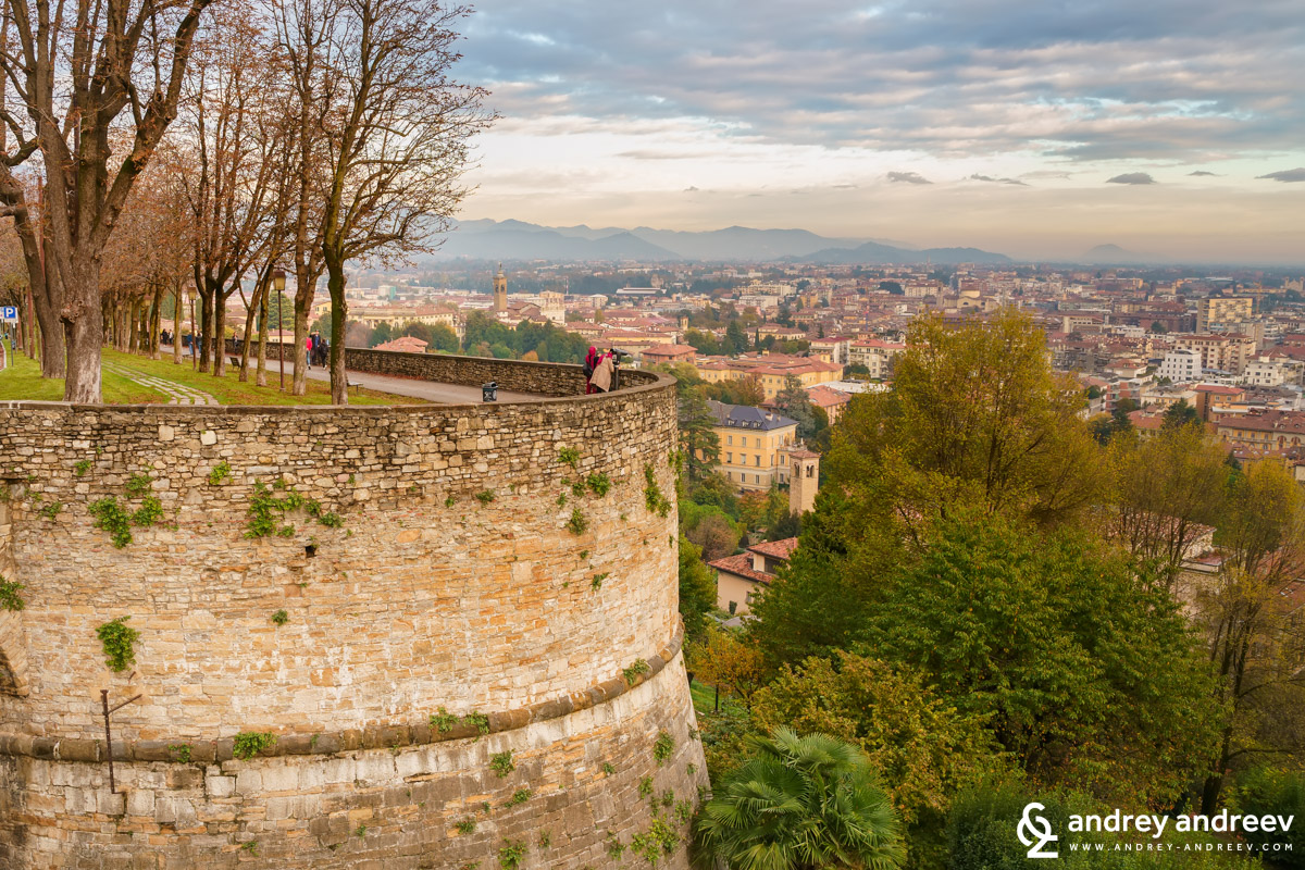 Towards the end of our day in Bergamo, a sunset above the walls in the Upper town