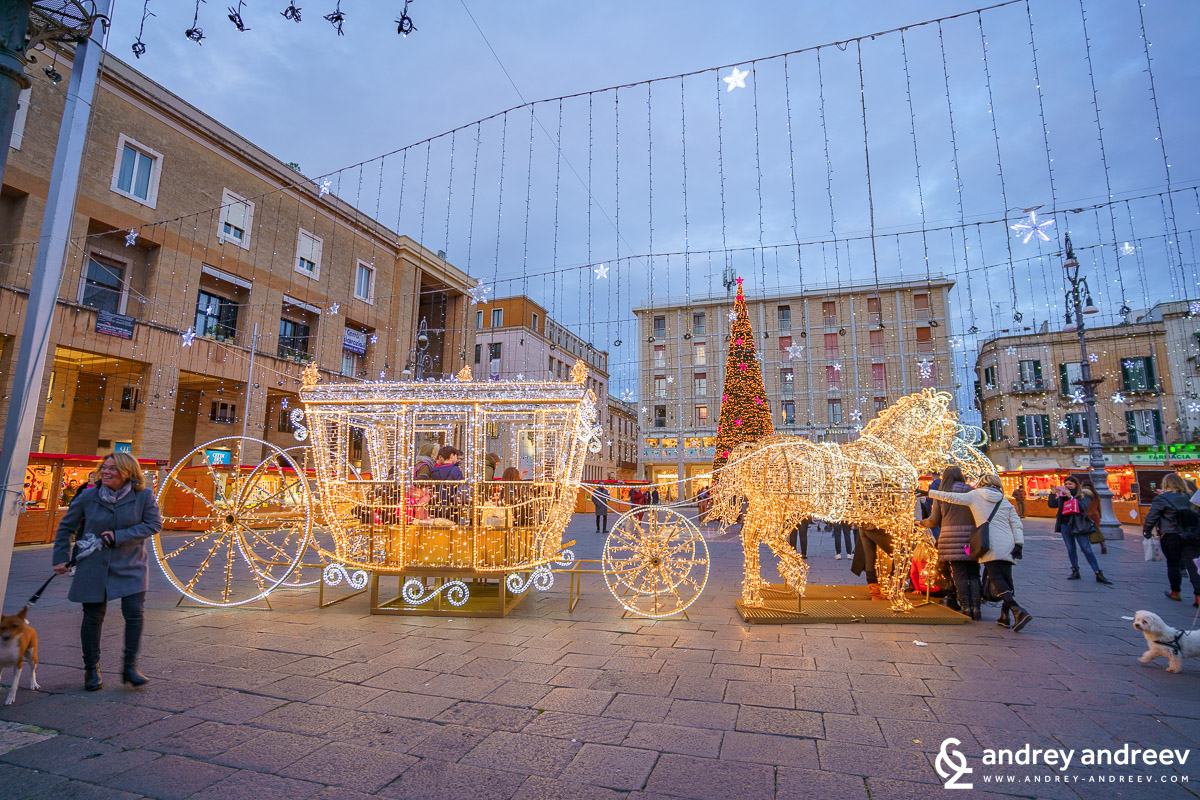 The Christmas decorations at Piazza Sant'Oronzo
