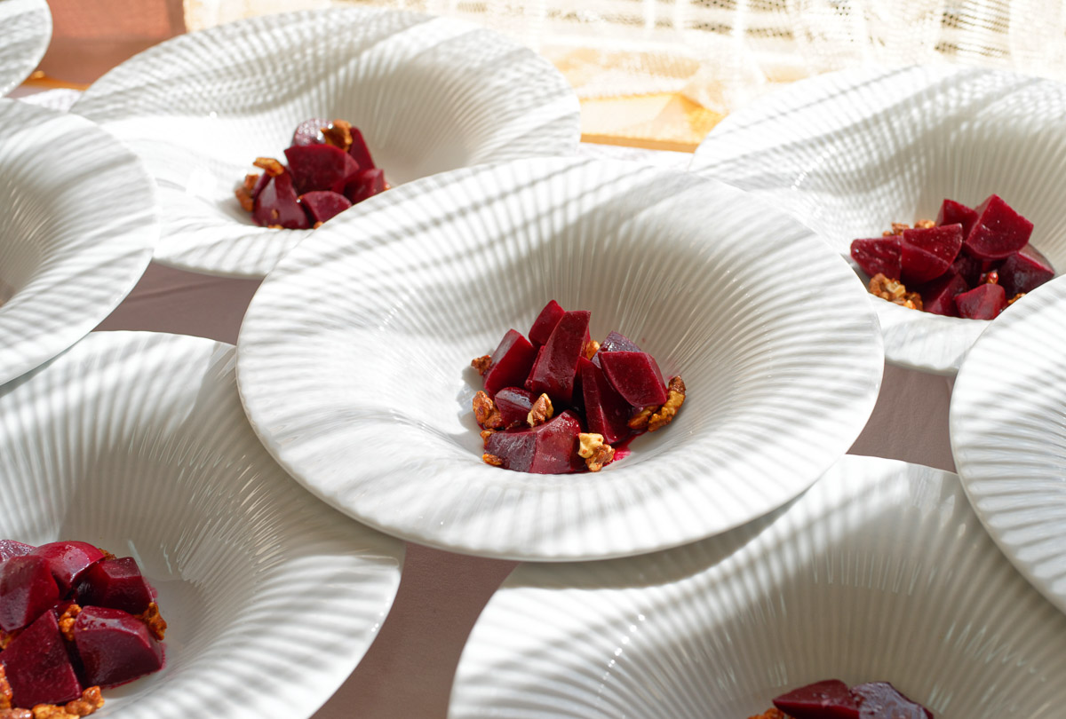 Winter appetizer from beetroot and crispy leek