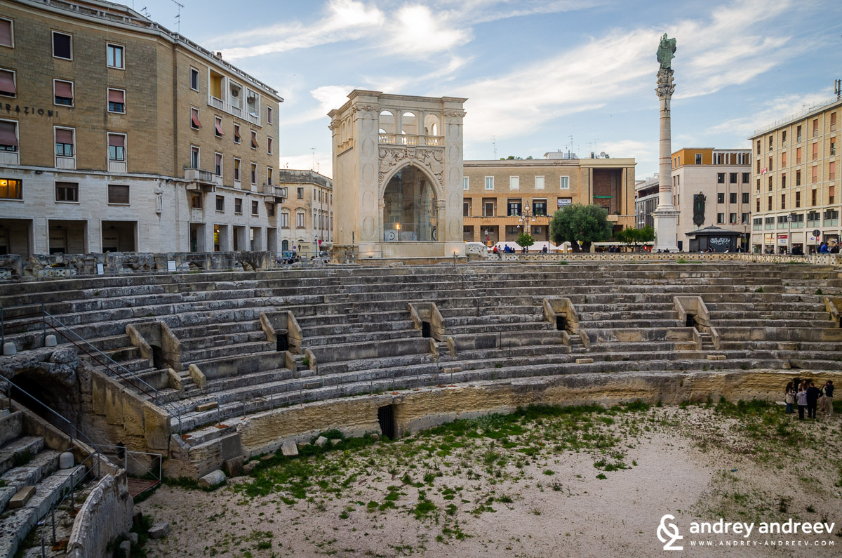 Lecce amphitheatre and the statue of Saint Orontius
