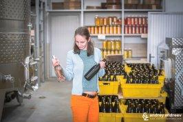 Мими избира вино - винен тур и дегустация на вино във Вила Басареа, Харманли