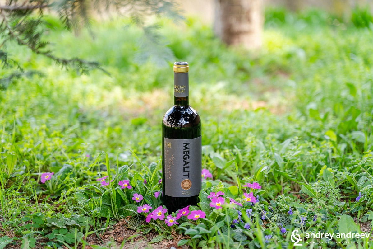 The bottle of Megalit Syrah 2013 from Chateau Kolarovo in our meadow