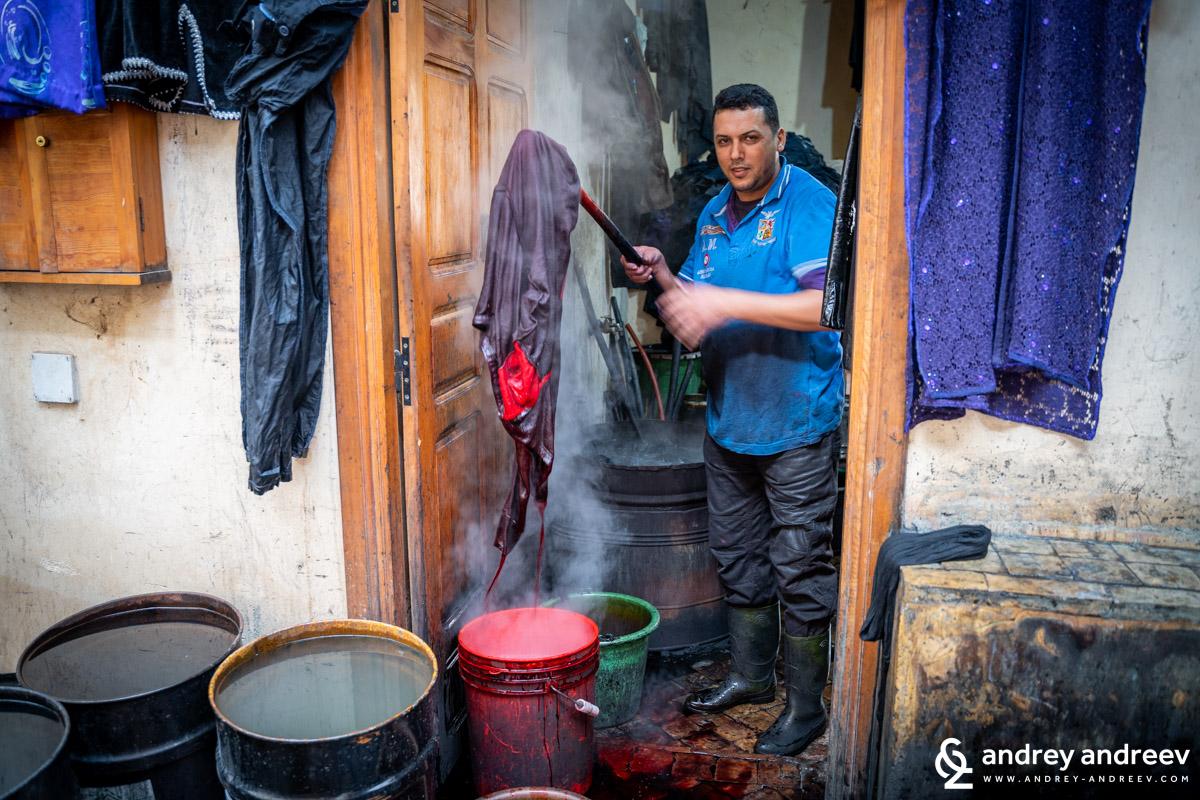 Оцветяване на дрехи във Фес, Мароко