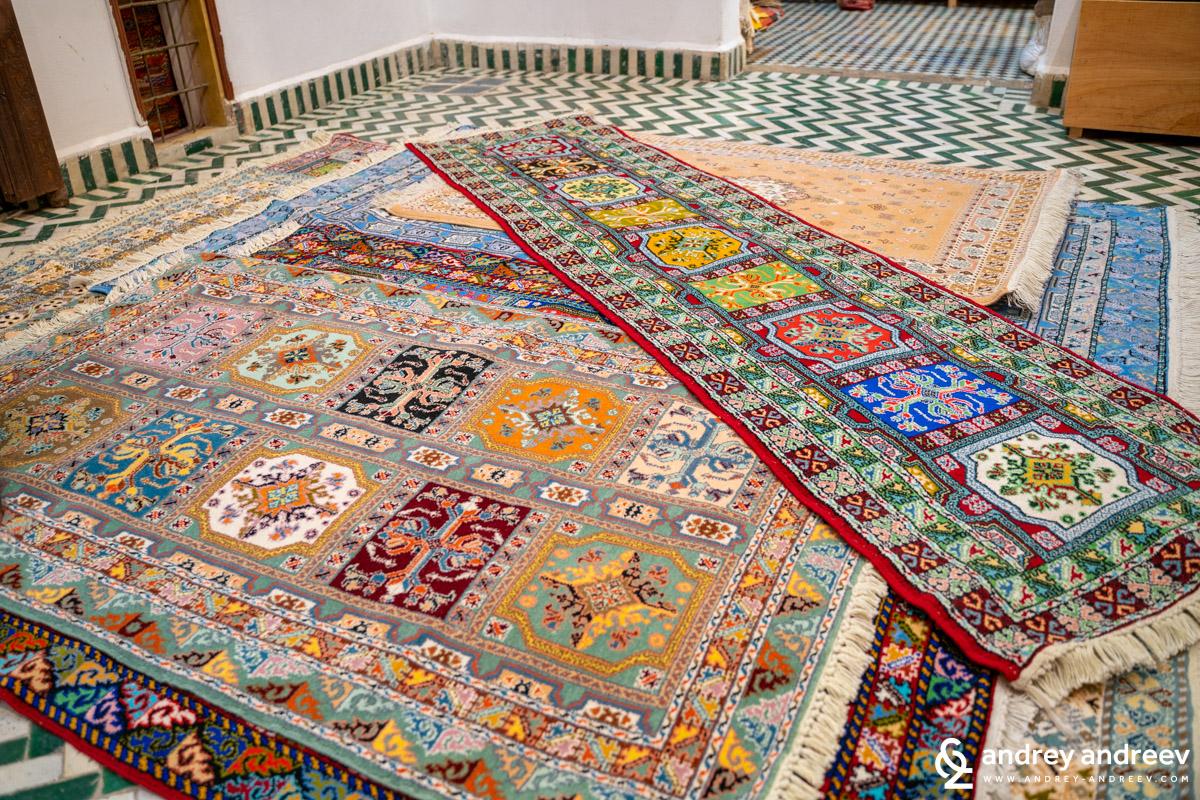 Ръчно изработени килими във Фес