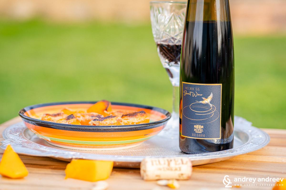 Сладките нюанси на Sweet wine Мелник 55 на винарска изба Рупел