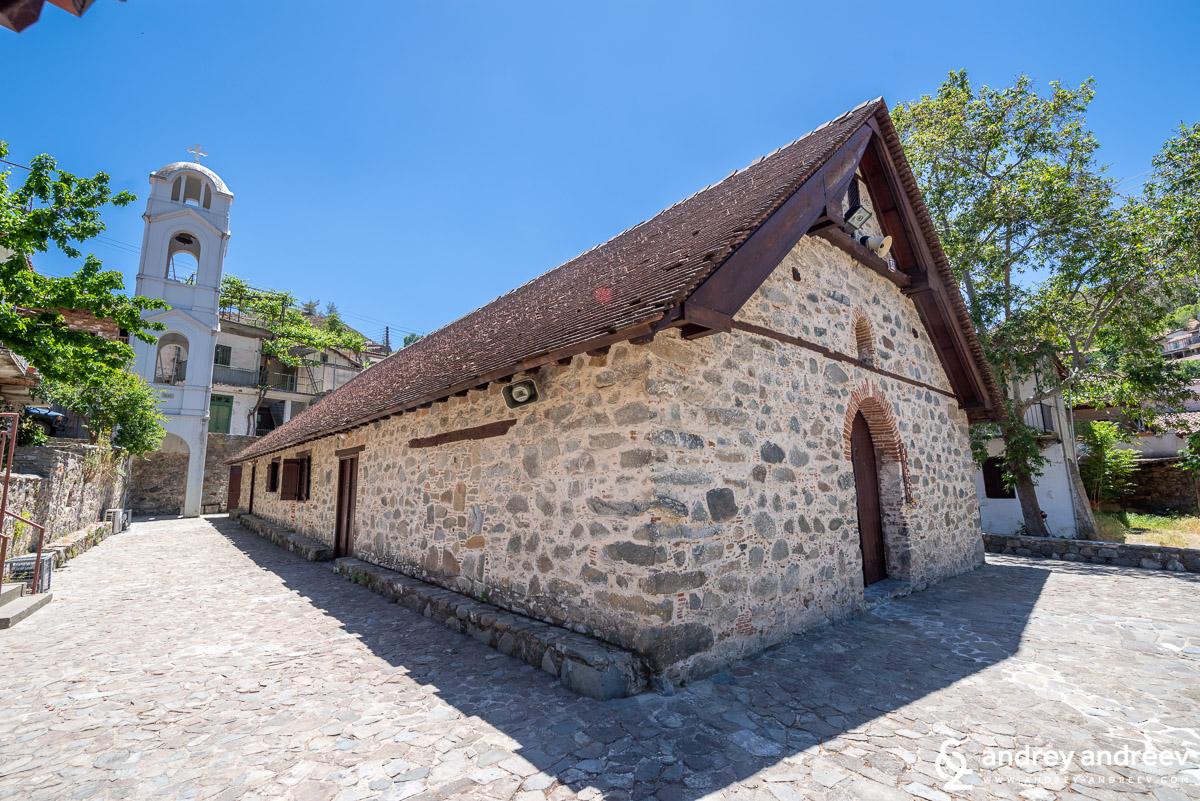 Другата църква в центъра на село Палехори