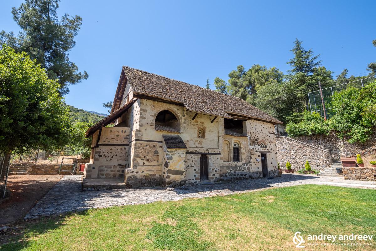 Църквата Свети Николай  на покрива (Άγιος Νικόλαος της Στέγης) до Какопетриа