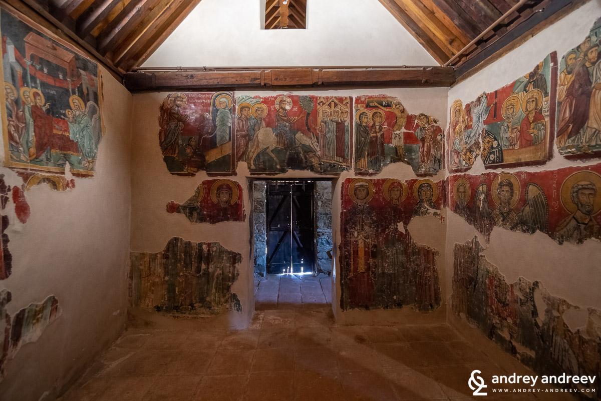 """Църквата """"Богородица от Мутулла"""" (Παναγίας του Μουτουλλά) в село Мутуллас"""