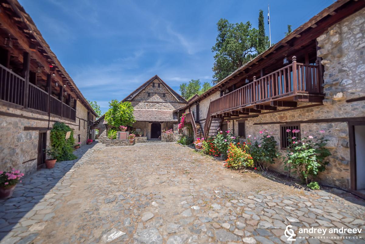 """Манастирът """"Свети Йоан Лампадистис"""" (Αγίου Ιωάννου του Λαμπαδιστού) в село Калопанайотис"""