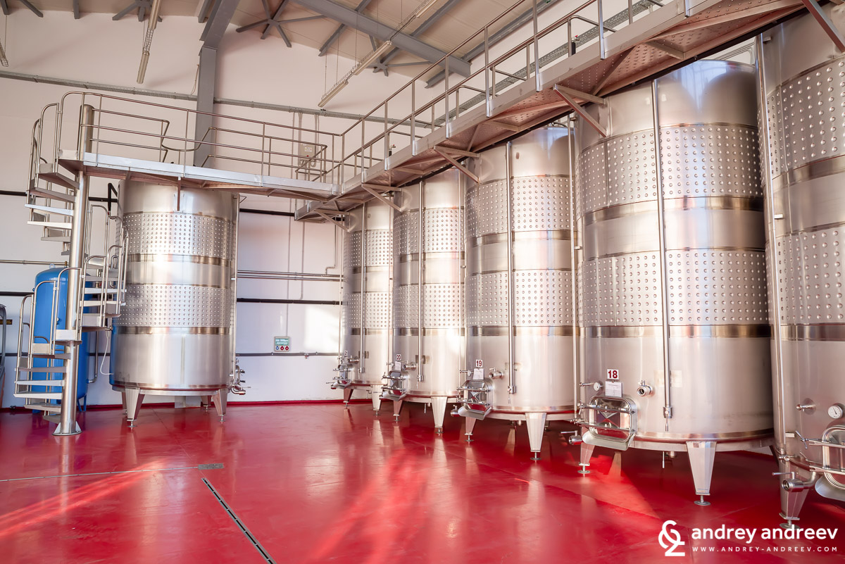Inox tanks for fermentation and storage in the Rupel Winery