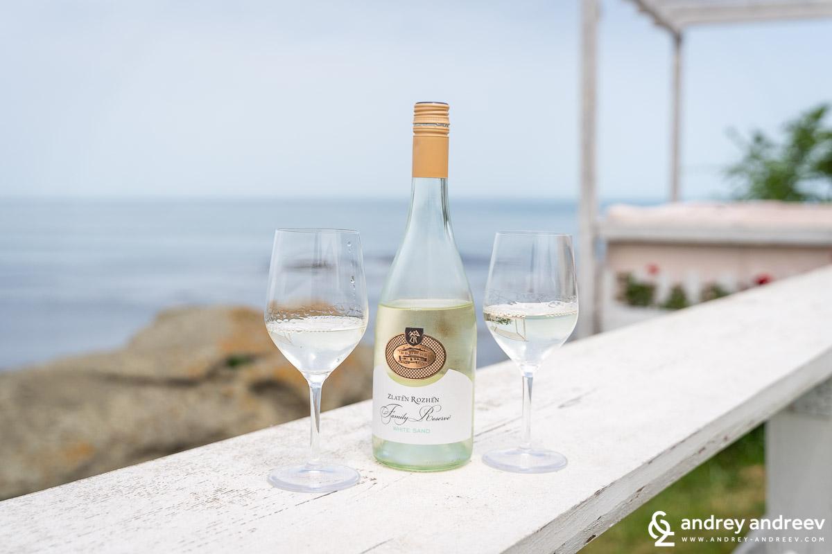 White Sand wine from Zlaten Rozhen wine cellar, Bulgaria