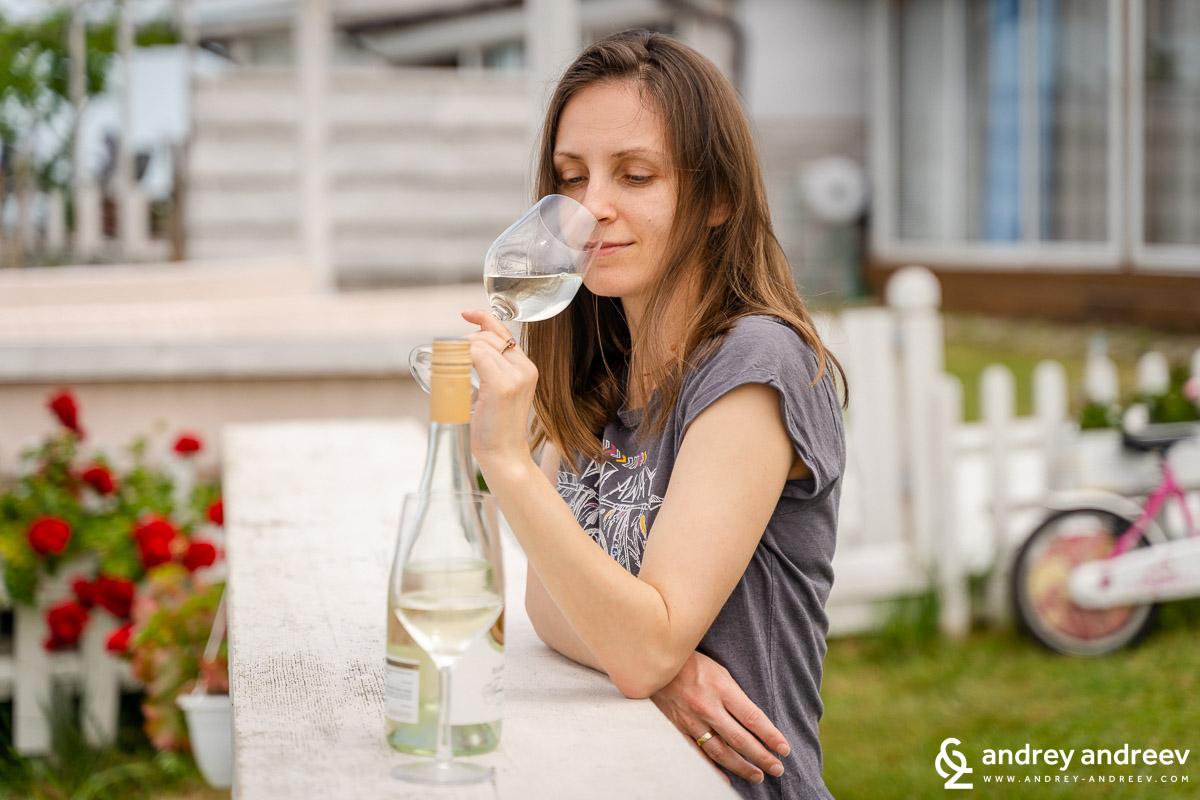 Maria tasting the White Sand wine from Zlaten Rozhen winery, Bulgaria
