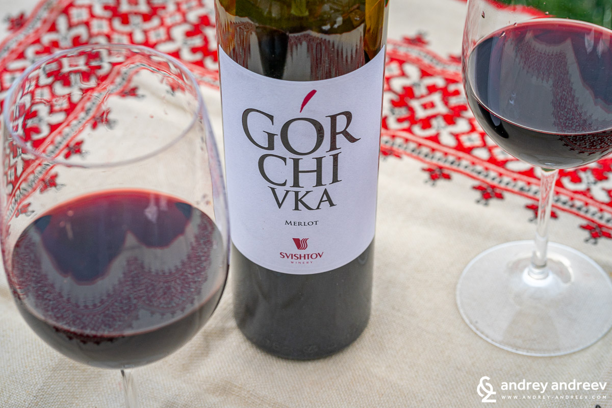The glasses with Gorchivka Merlot by Svishtov Winery