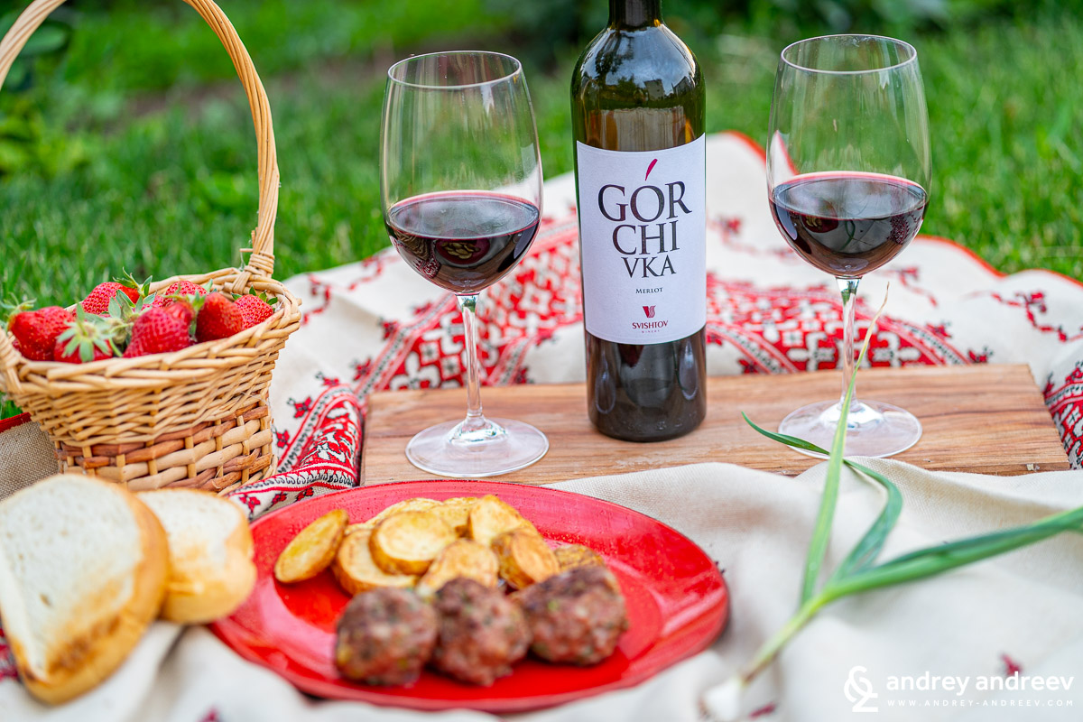 Gorchicka Merlot from Svishtov Winery with traditional Bulgarian dinner