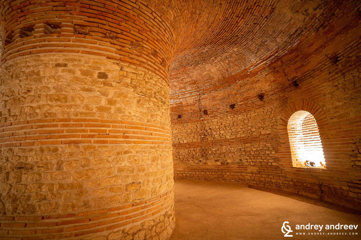 Основната зала на гробницата и свода ѝ