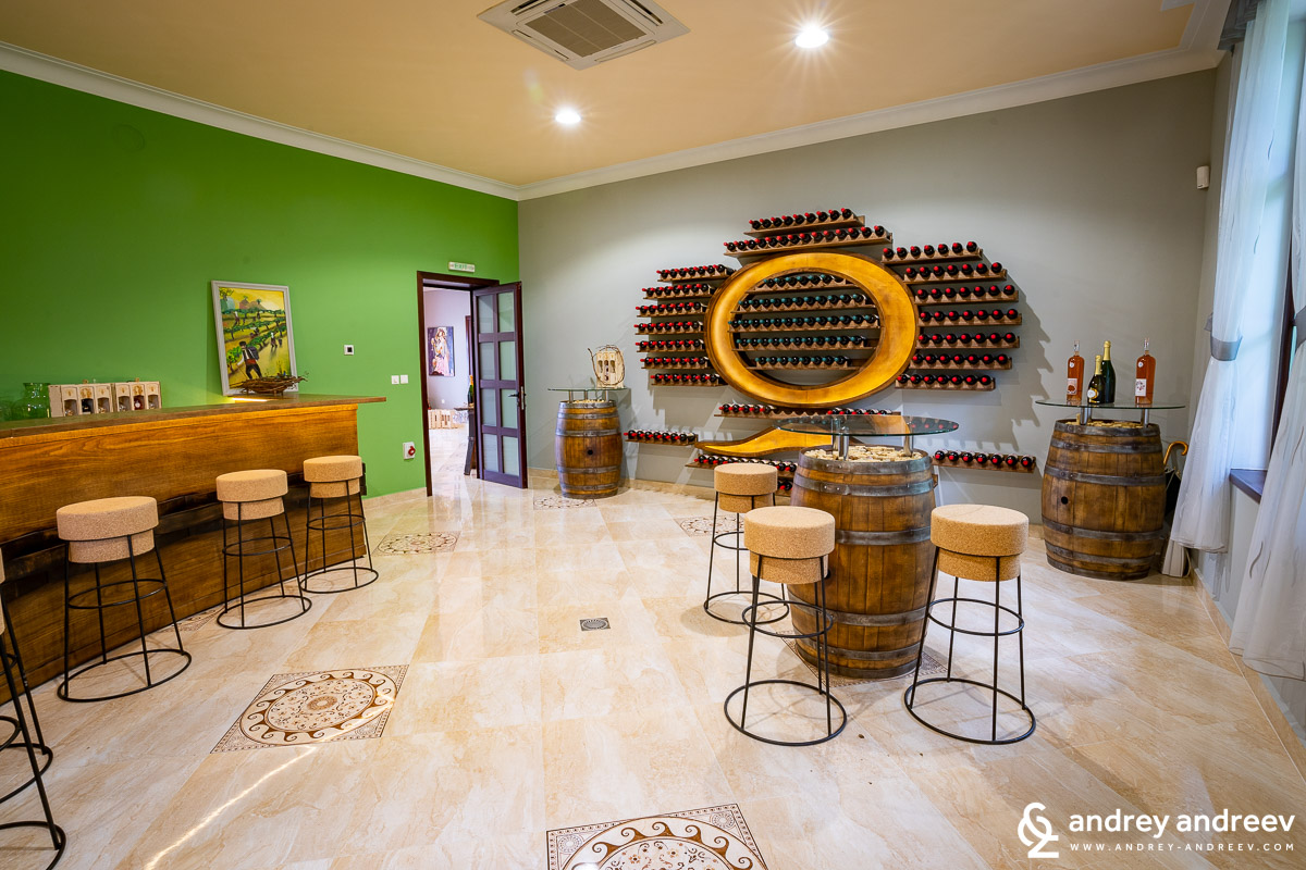 Wine bar and tasting room