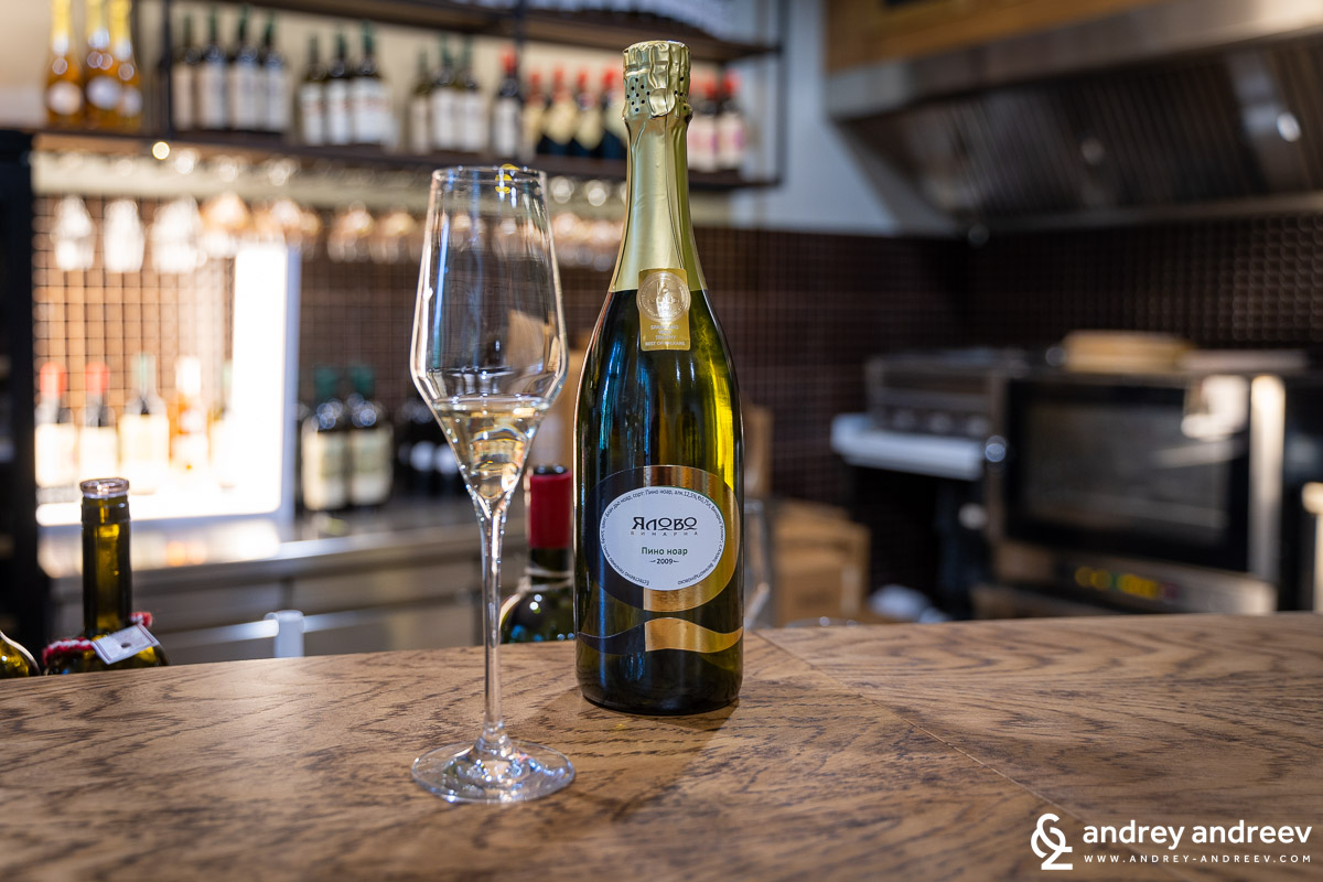The sparkling wine of Yalovo winery