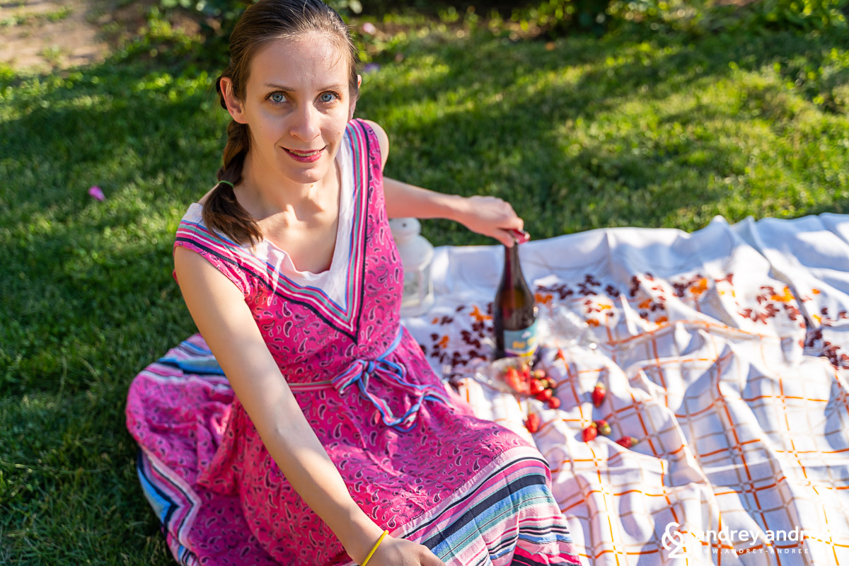 Мими и бутилката с пенливото вино