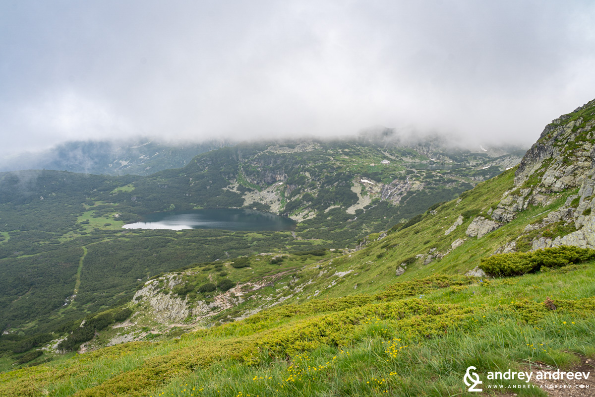 A foggy view towards the Trefoil lake