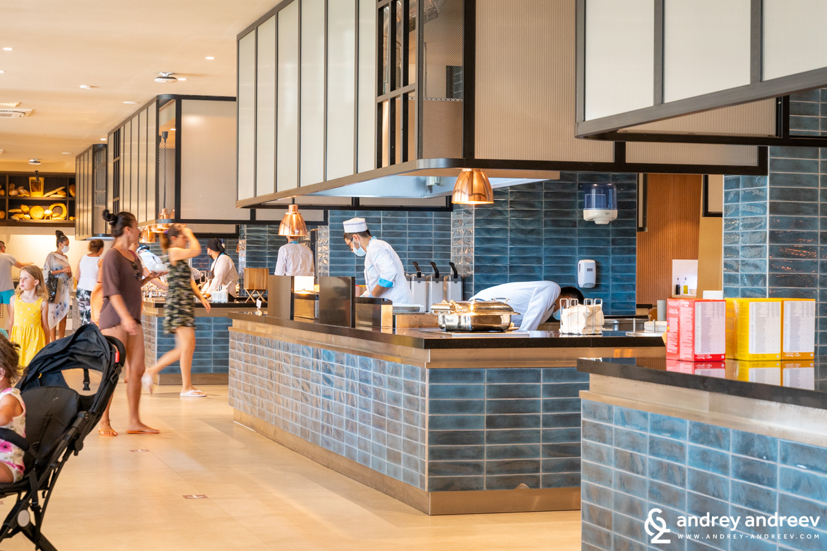 The restaurant of Wave Resort is spacious with large diversity of food offerings