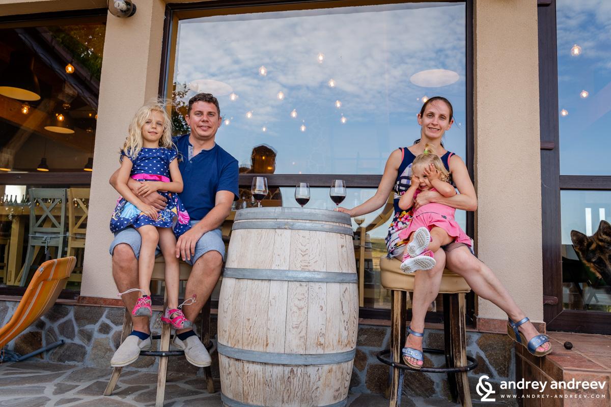 Приятният завършек на деня на терасата на винарна Страцин